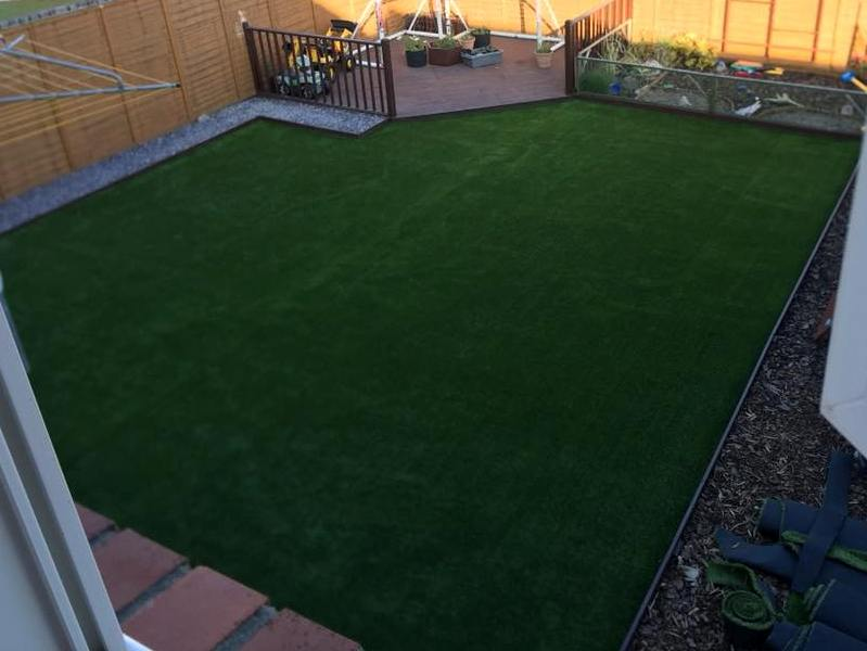 Artificial lawn in just 5 days.